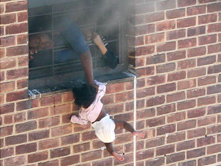 mom save child held her out of window
